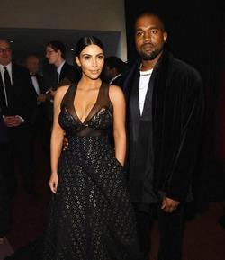Ким Карадшян и Канье Уэст усыновят армянских близнецов