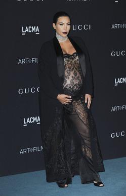 Беременная Ким Кардашян пришла на званый ужин почти голой