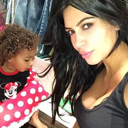 Ким Кардашян продолжает жаловаться на беременность