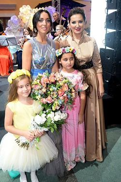 Алсу выступила с дочерьми и собрала 800 тыс. рублей для больных детишек