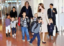 Анджелина Джоли надеется, что дети не будут безумствовать, как она