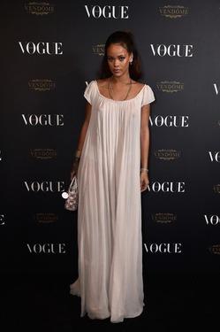 Рианна эпатировала гостей Vogue ночной рубашкой