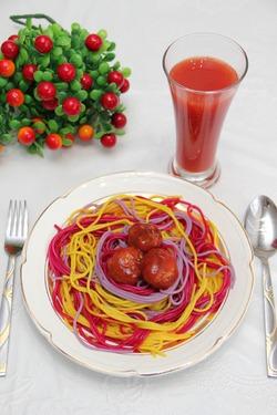 Праздничные спагетти с томатным соком