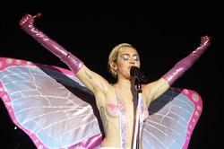 На «голом» концерте Майли Сайрус намерена раздеть всех