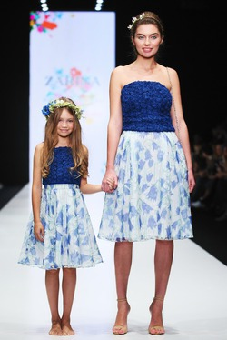 Наталья Водянова создала наряды для мам и дочек