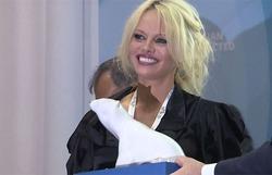 Памела Андерсон посетила экономфорум во Владивостоке