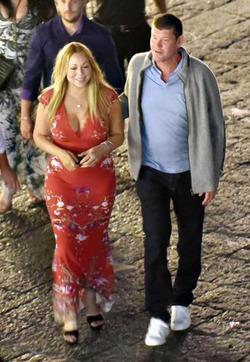 Мэрайя Кэри уменьшит грудь ради жениха миллиардера