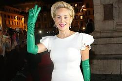 Шэрон Стоун «сглупила» с перчатками вслед за Леди Гагой