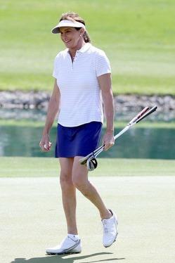 Кейтлин Дженнер вышла поиграть в гольф в мини