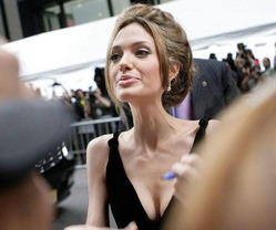 Анджелину Джоли госпитализировали с весом 35 кг