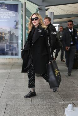 Мадонна прибыла в Лондон, чтобы забрать сына