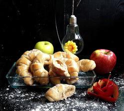 Рогалики из цельнозерновой муки с фруктами