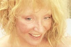 Пугачева разместила фото без макияжа