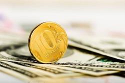«Альфа-банк» предсказывает резкий обвал рубля