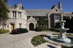 Основатель Playboy Хью Хефнер нашел, кому продать свой особняк