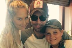 Анна Курникова опубликовала новое фото с Иглесиасом