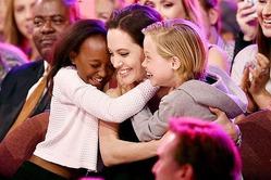 Дети Анджелины Джоли знают 7 иностранных языков