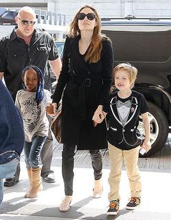 Анджелина Джоли рассказала, как рожала в Намибии
