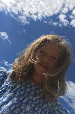 Брежнева показала младшую дочку