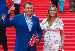 Марат Башаров выходит в свет с беременной подругой