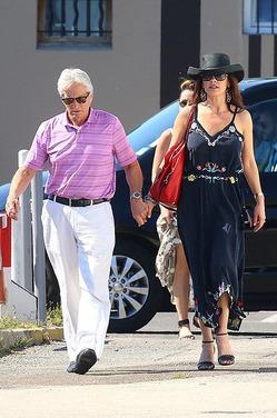 Майкл Дуглас и Кэтрин Зета-Джонс на отдыхе в Сен-Тропе