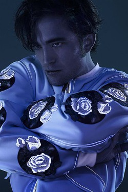 Роберт Паттинсон работает на собственной коллекцией одежды