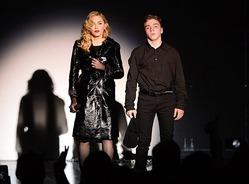 Судьбу сына Мадонны решит суд
