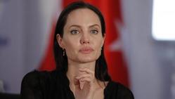 Анжелина Джоли становится все худее с каждым днем