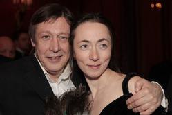 После 15 лет брака Михаил Ефремов обвенчался с супругой
