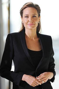 Анджелина Джоли начинает преподавать в университете