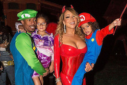 Мэрайя Кэри отпраздновала Хэллоуин с экс-супругом и детьми