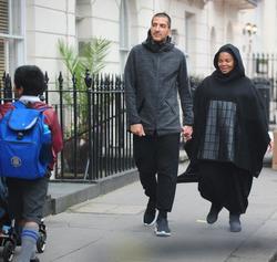 Беременная Джанет Джексон на прогулке: никакого гламура