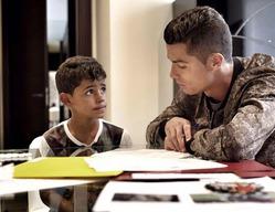 Криштиану Роналду делает с сыном уроки