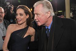Отец Анджелины Джоли прокомментировал развод