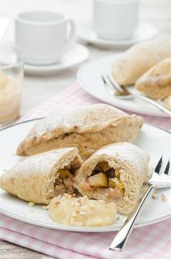 Пирожки с яблоками и орехами на пару