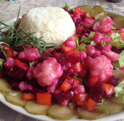 Салат с цветной капустой и свеклой
