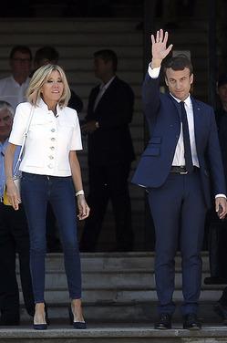 Французы создали петицию против первой леди Брижит Макрон