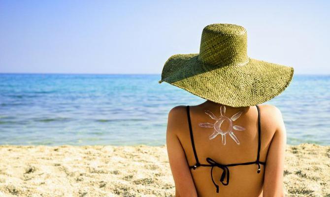 10 косметических средств, которые понадобятся в отпуске