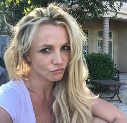 Бритни Спирс зря опубликовала селфи без макияжа