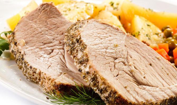 Блюда для новогоднего стола: буженина и оригинальные салаты