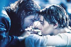 Фанаты до сих пор терроризируют Кэмерона за смерть Джека из «Титаника»