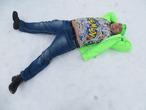 Сказочный красавец в снежном январе сказочно лежит на сказочной земле!