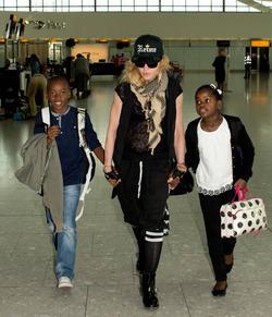 Мадонне разрешили удочерить еще двоих детей