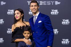 На The Best FIFA Football Awards Роналду пришел с сыном и девушкой