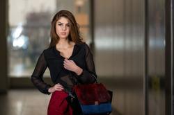 Вечерние блузки: облегченный вариант выходного наряда
