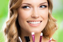 Ученые: умелый макияж помогает женщине делать карьеру