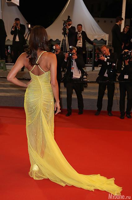 c930136e6e0 Для выхода российско-американская модель выбрала желтое платье