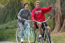 Джастин Бибер развлек Селену Гомес на велопрогулке
