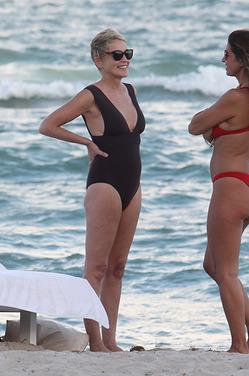 59-летняя Шэрон Стоун в купальнике