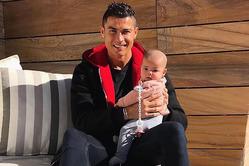Криштиану Роналду опубликовал снимок с 5-месячной дочкой Евой